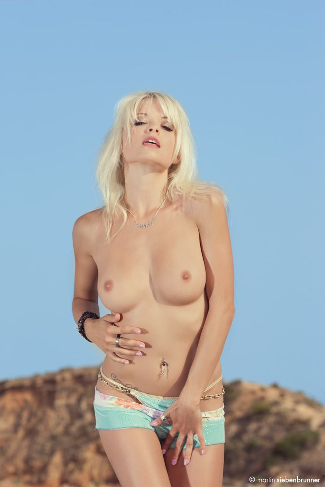 mia-magma-naked-bellies-of-young-girls