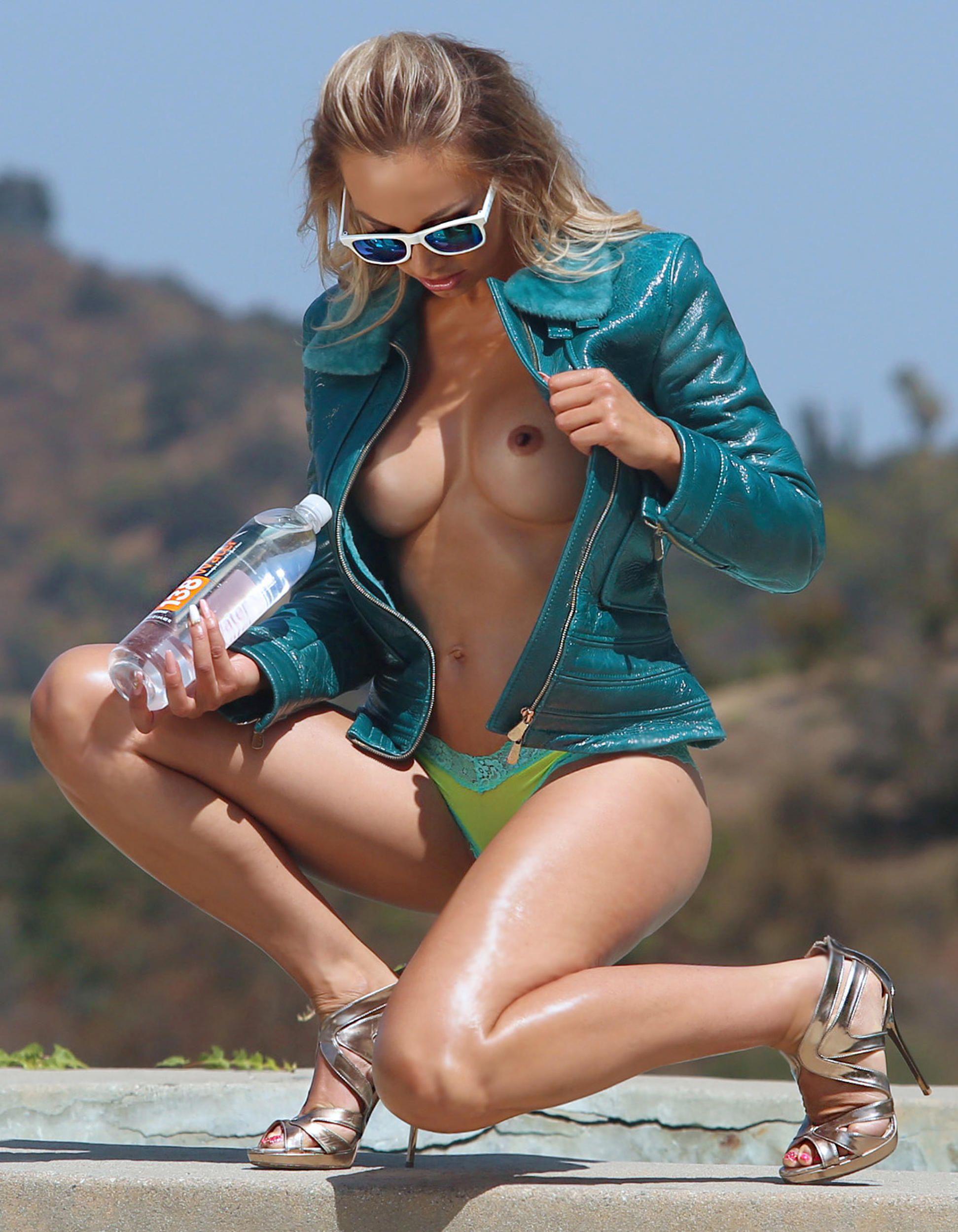 Nausicaa Sexy & Topless (26 Photos)