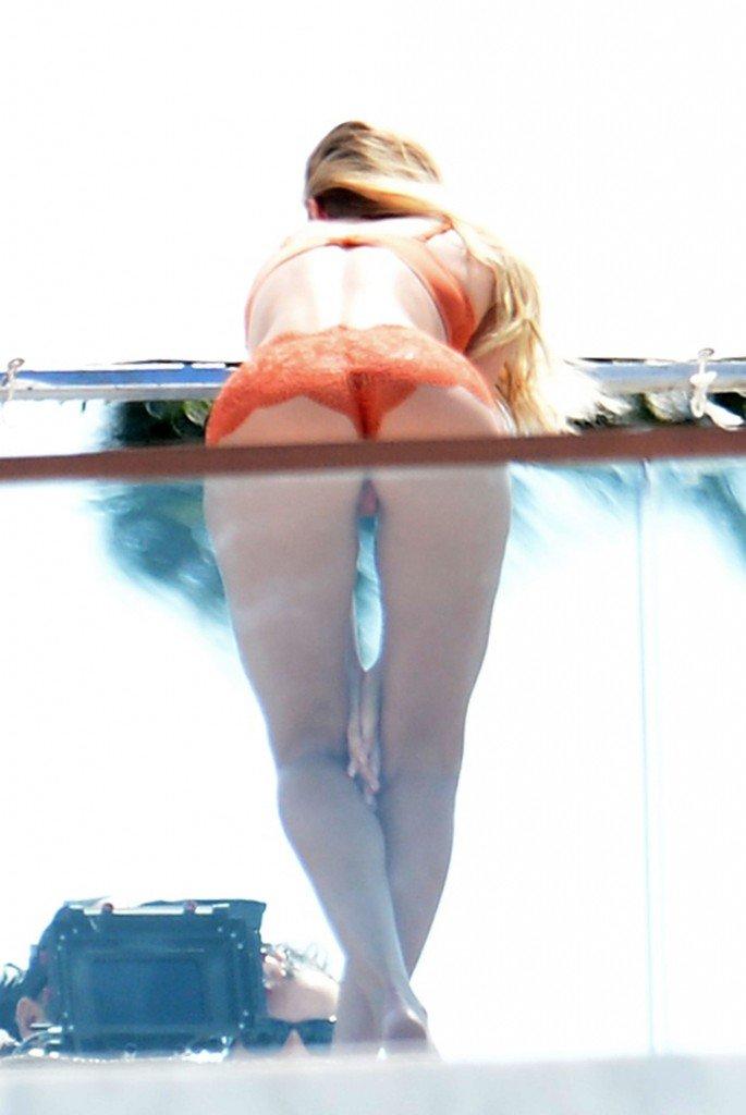 Candice Swanepoel Sexy (46 Photos)