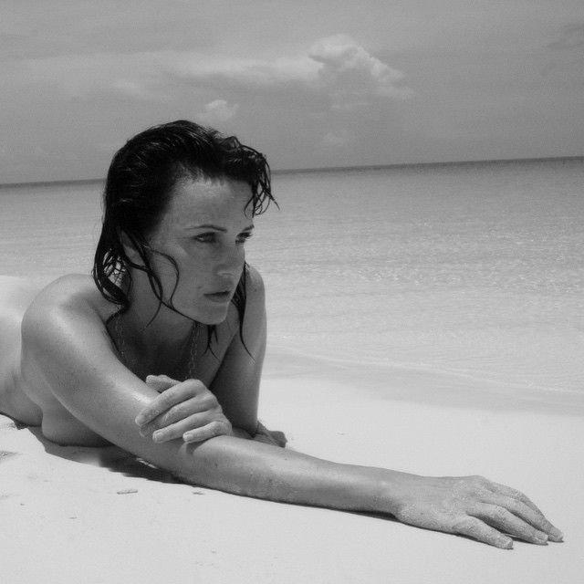 Carla Gugino Nude (1 Photo)