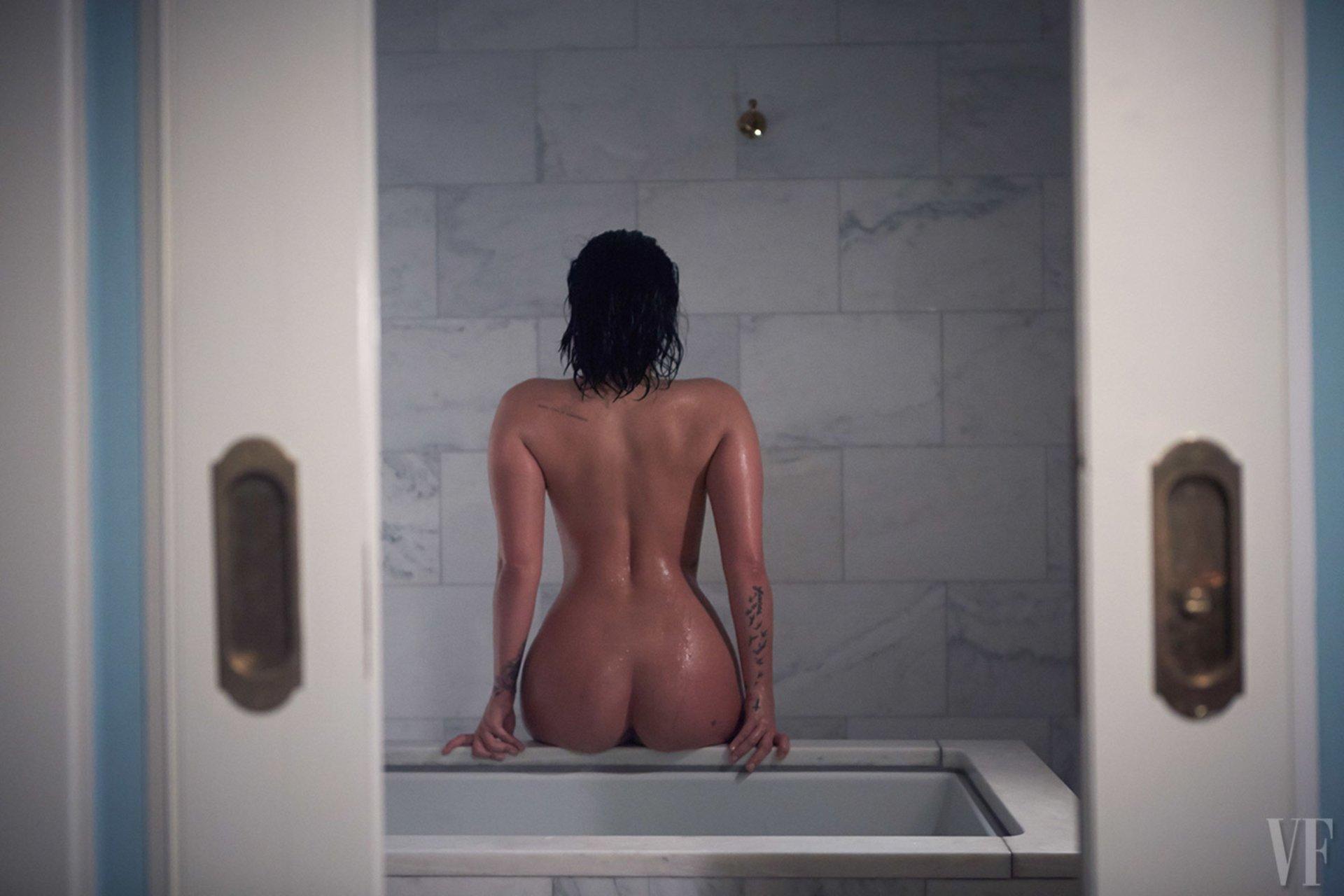 Demi Lovato Nude  (9 Photos)