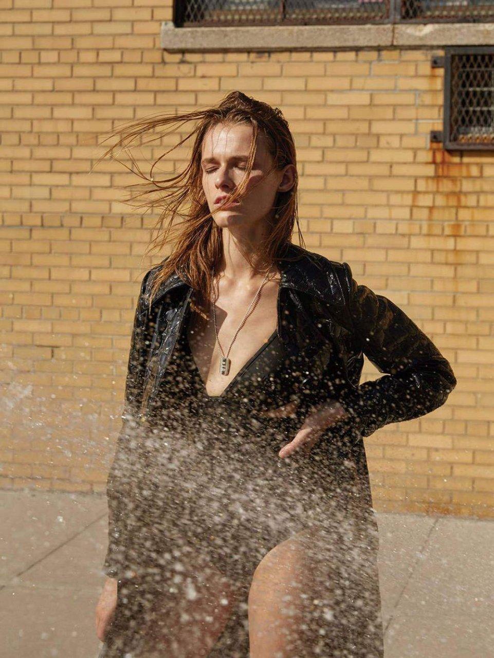 Georgia Hilmer, Emma Oak Sexy & Topless (10 Photos)