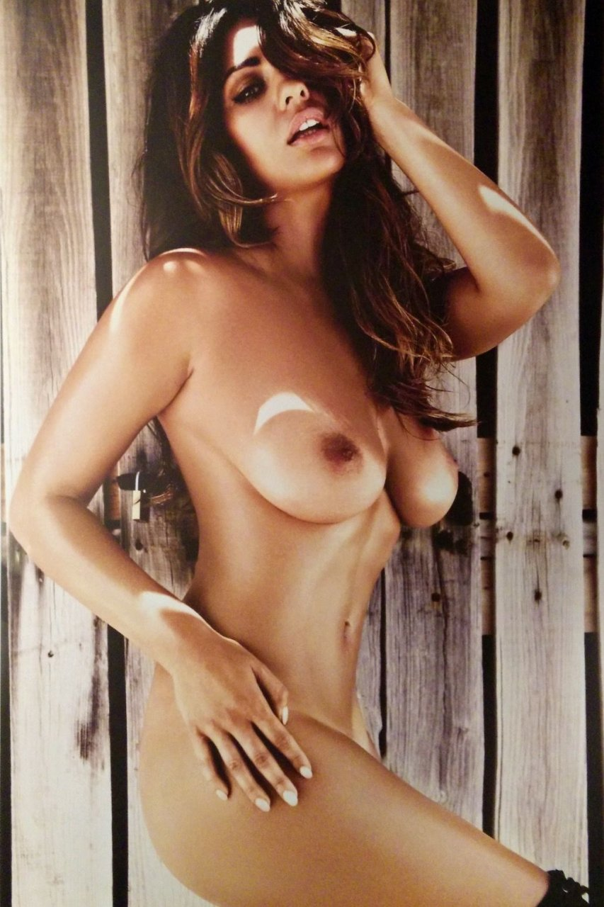 Holly Peers Topless (11 Photos)