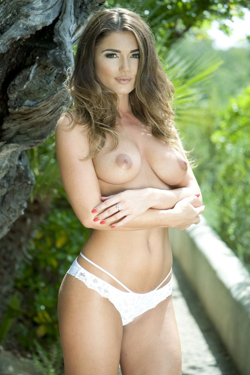 India Reynolds Topless (3 Hot Photos – Page 3)