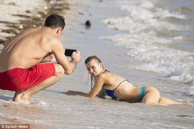 Joanna Krupa in a Bikini (9 Photos)