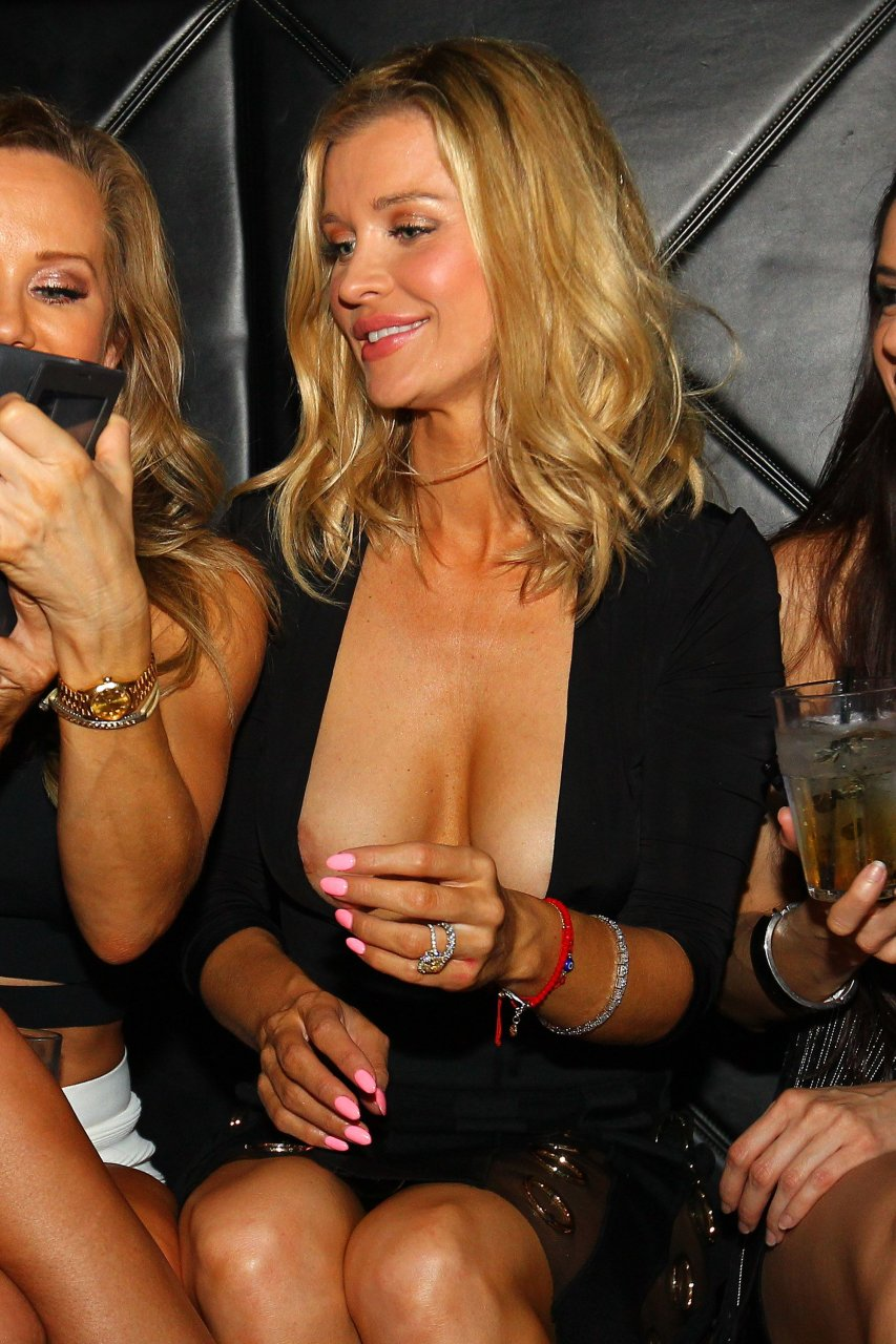 Joanna Krupa Cleavage (36 Photos)