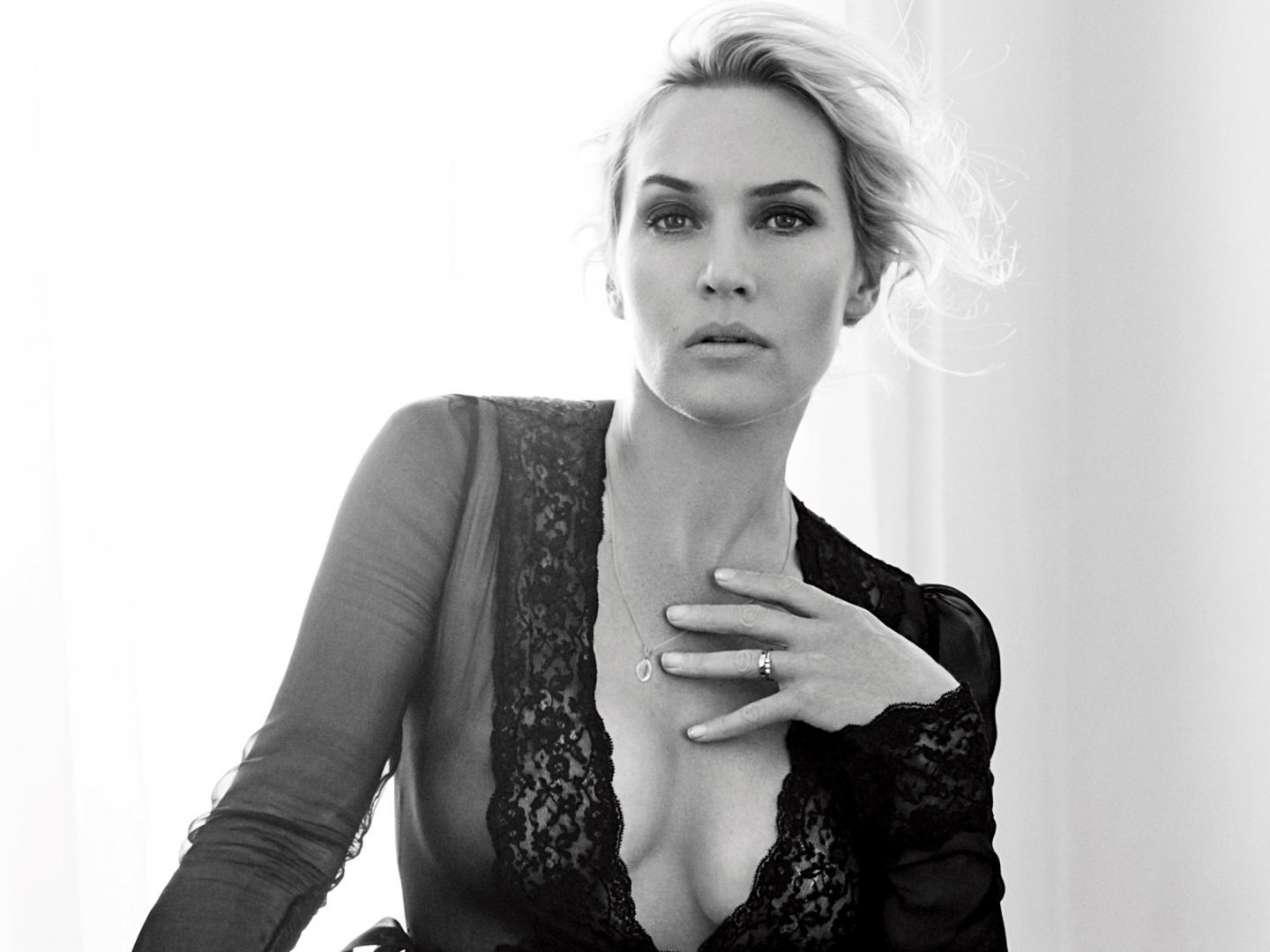 Kate-Winslet-Sexy-6