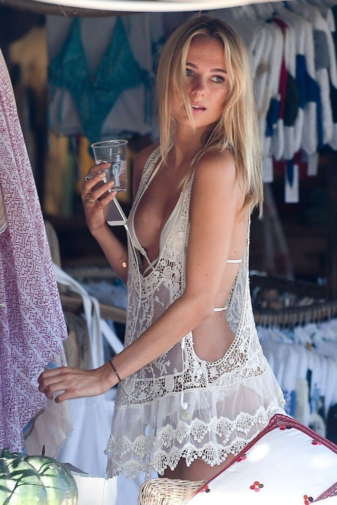 Kimberley Garner Sexy (5 Photos)