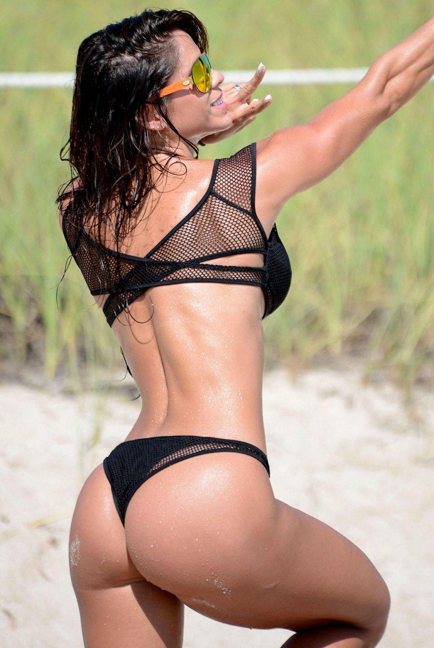 Michelle Lewin in a Bikini (8 Photos)