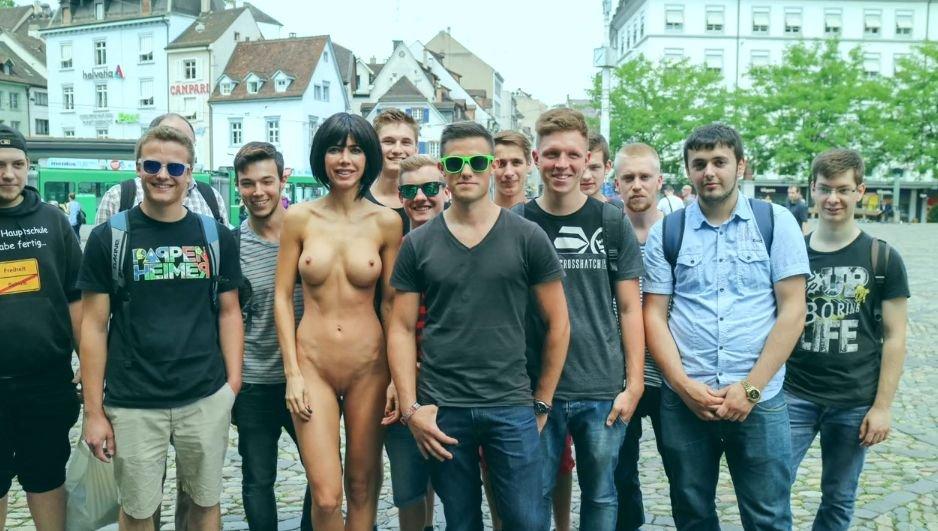 Milo Moiré Naked (10 Photo)