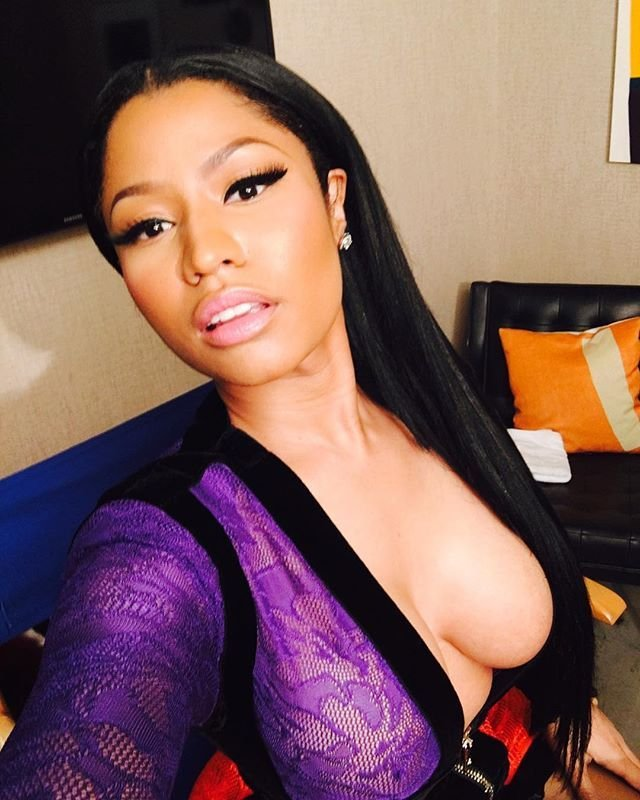 Nicki Minaj Cleavage 5 - Nicki Minaj Cleavage (8 Photos)