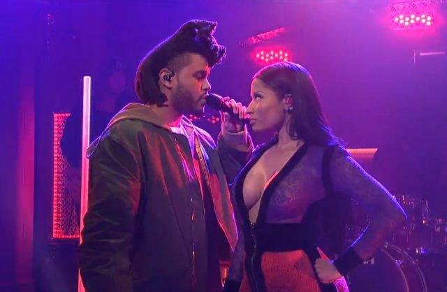 Nicki Minaj Cleavage (8 Photos)