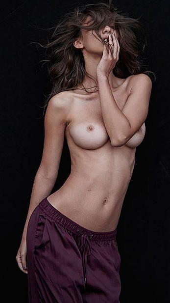 Paula Bulczynska Topless (6 Photos)