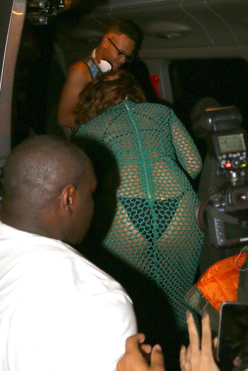 Rihanna Sexy (34 Photos)