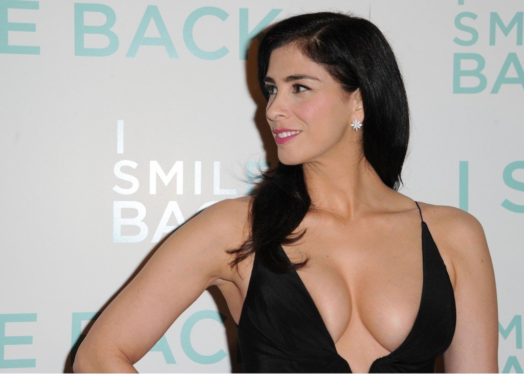 Sarah-Silverman-Cleavage-6