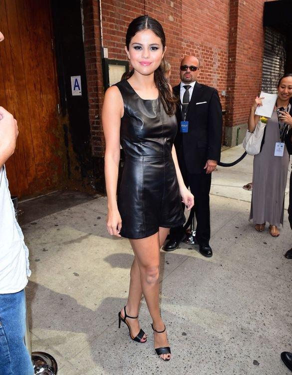 Selena-Gomez-Pokies-2