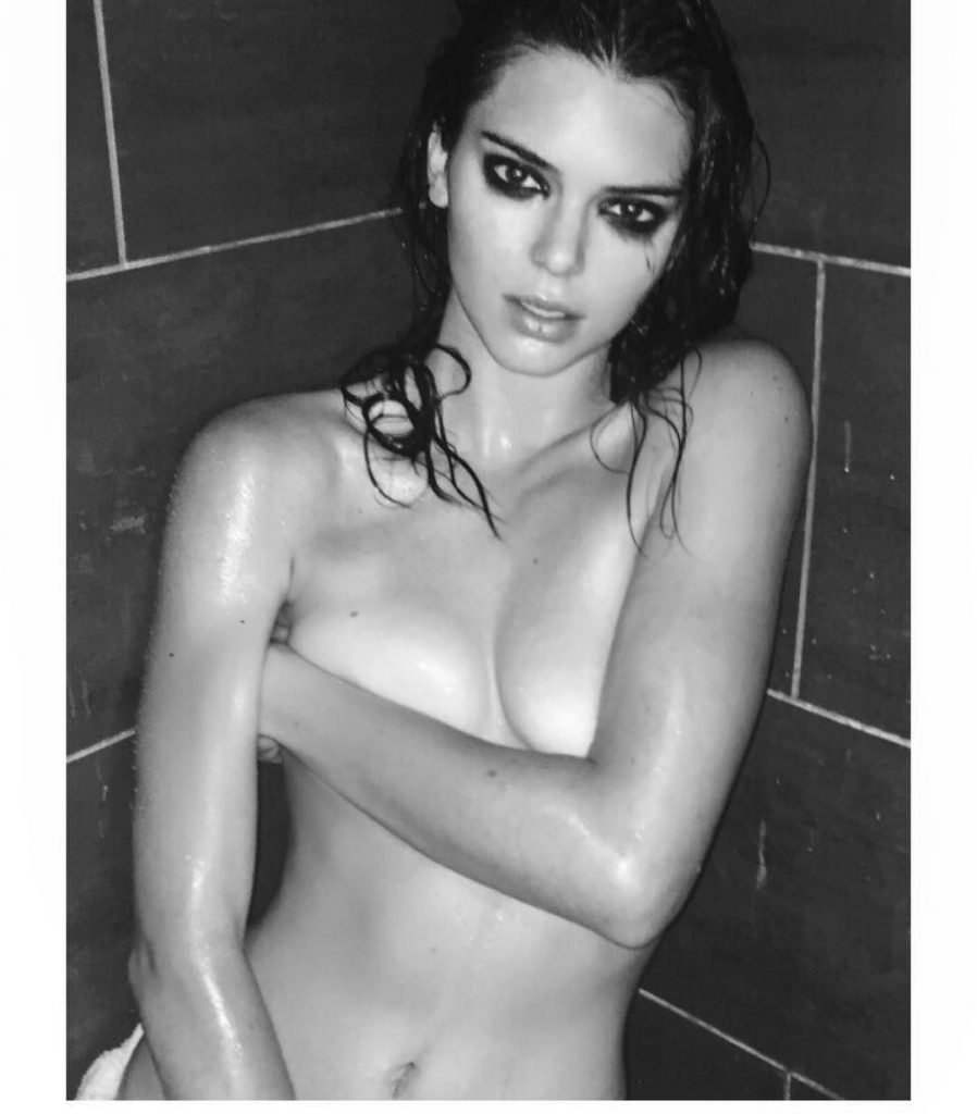 Kendall Jenner Sexy & Topless (5 Photos)