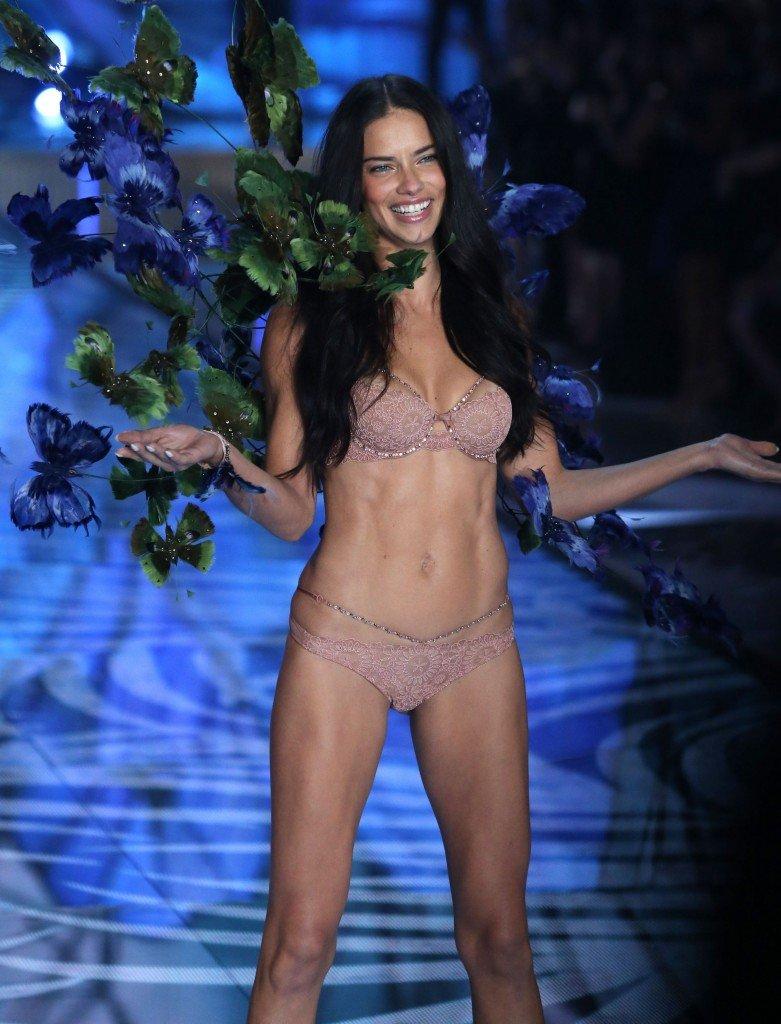 Adriana Lima Sexy (96 Photos)