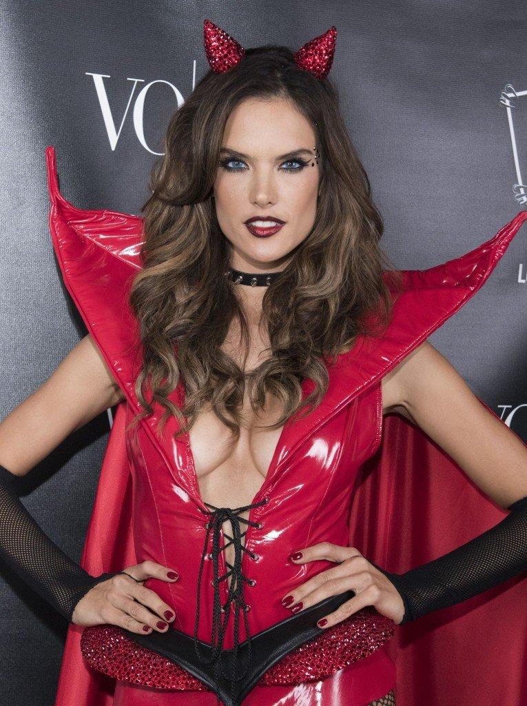 Alessandra-Ambrosio-Sexy-1