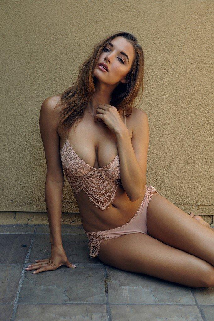 Alyssa Arce Sexy & Topless (9 Photos)