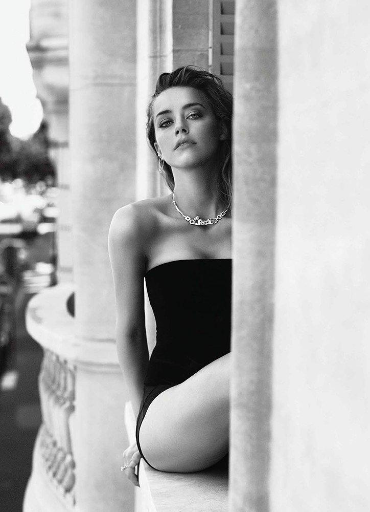 Amber Heard Sexy (4 Photos)