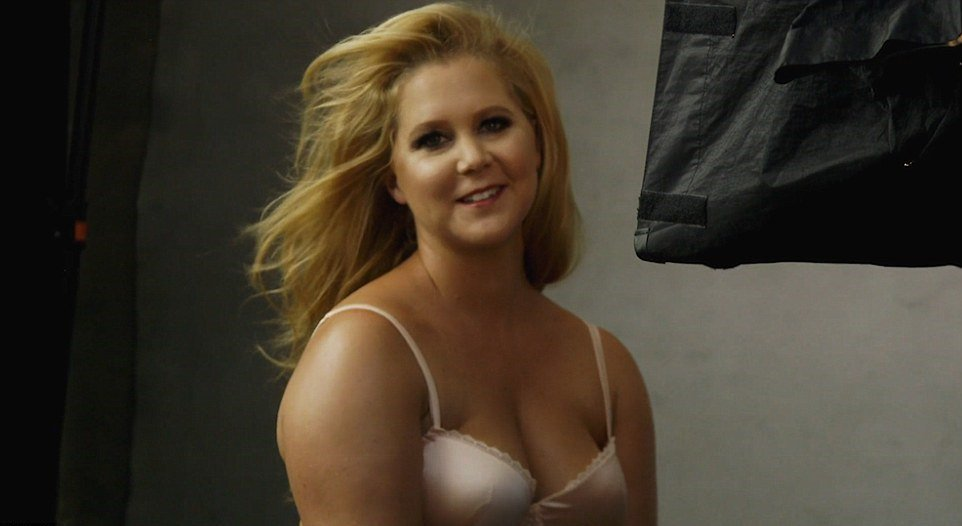 Amy schumer showing tits nude