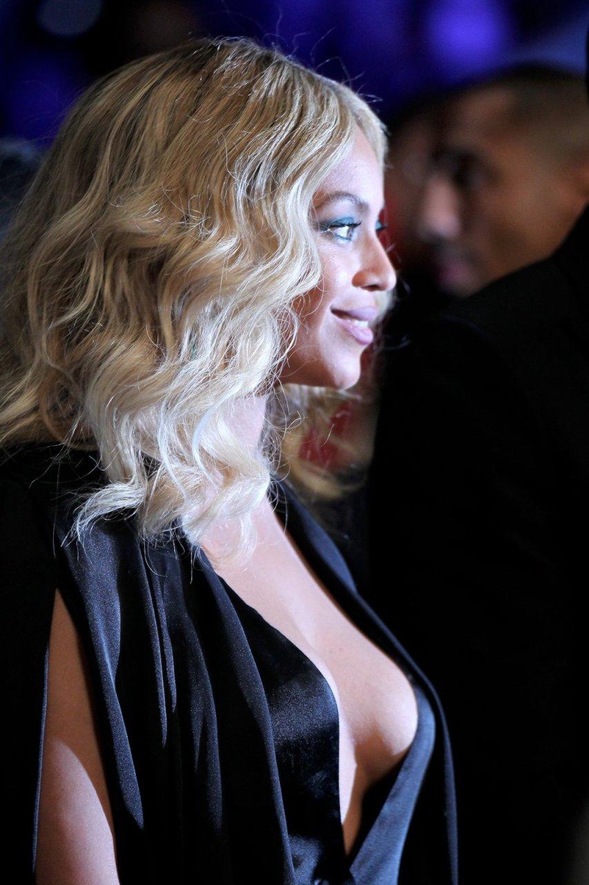 Beyonce Braless 13 - New Celebrity Leaks