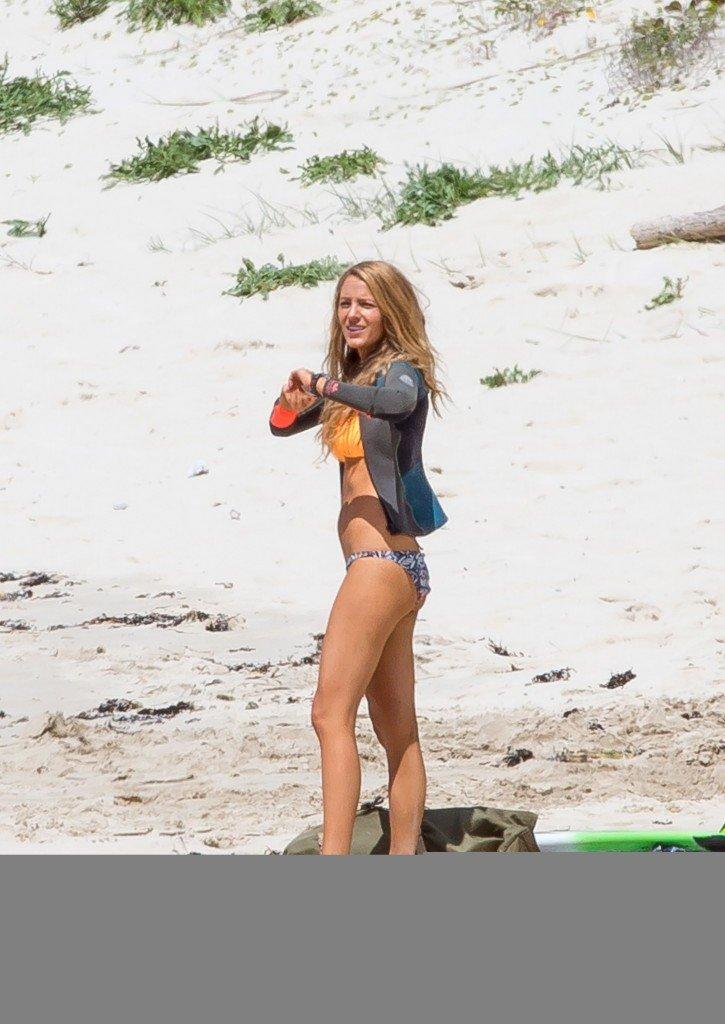 Blake-Lively-Bikini-30