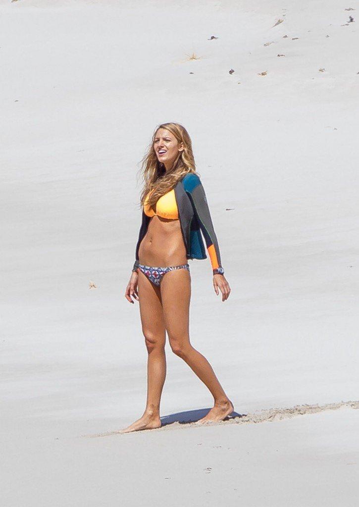 Blake-Lively-Bikini-31