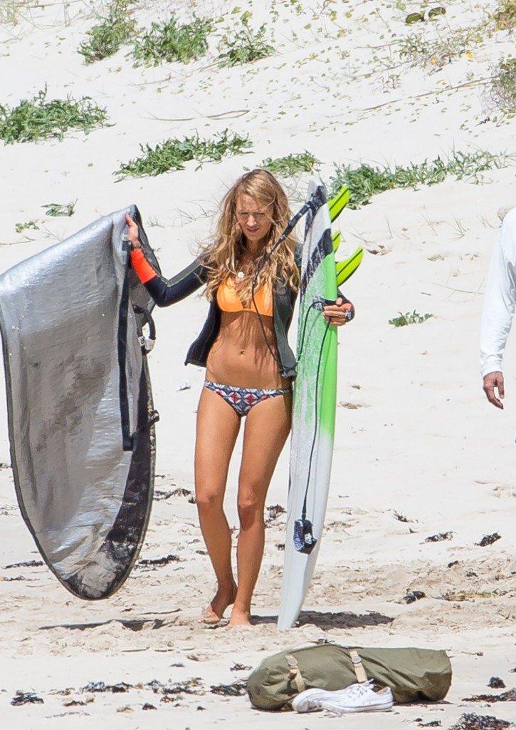 Blake-Lively-Bikini-43