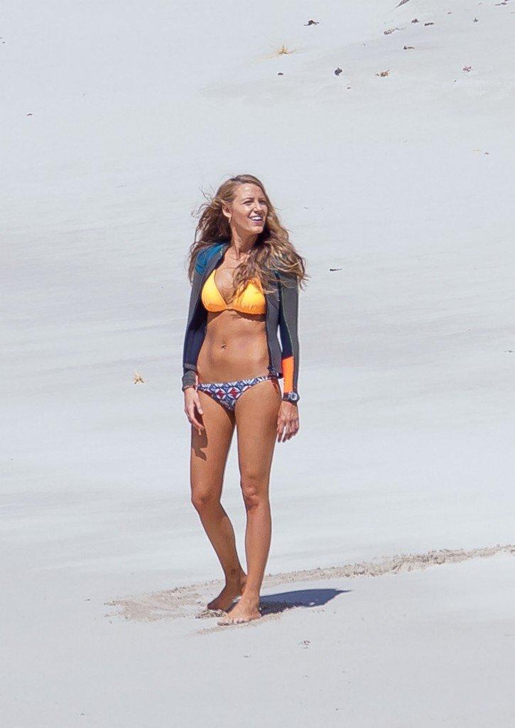 Blake-Lively-Bikini-44
