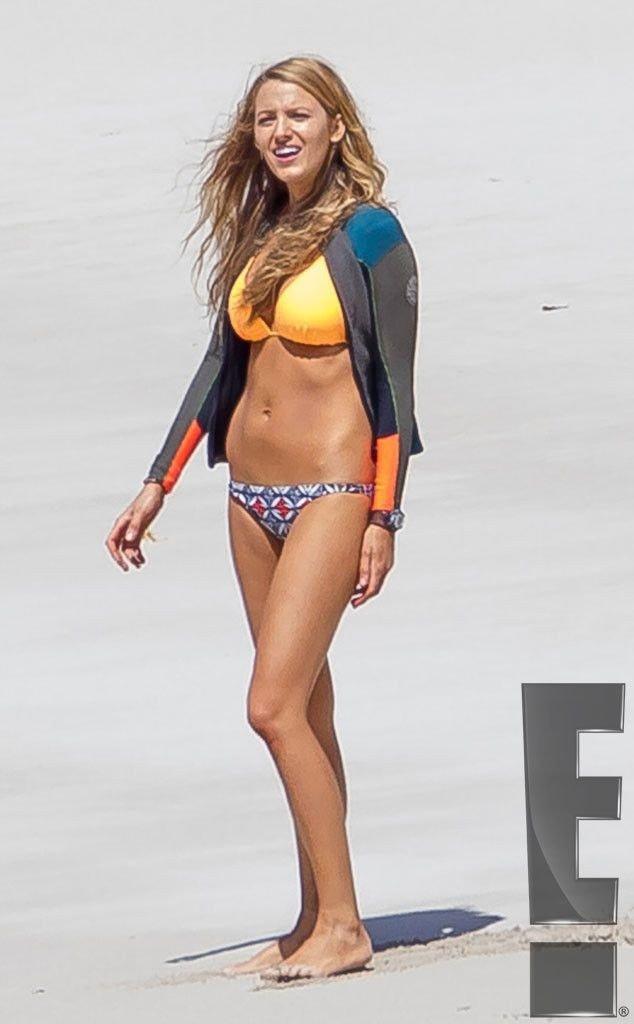Blake-Lively-Bikini-48