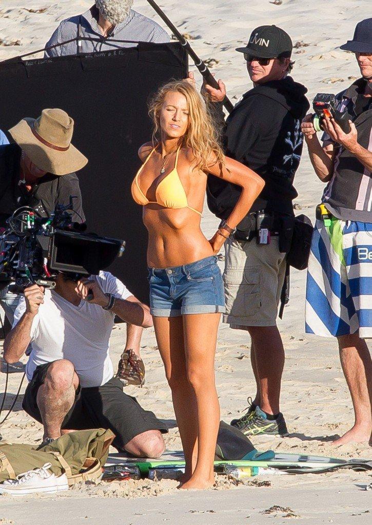 Blake-Lively-Bikini-9