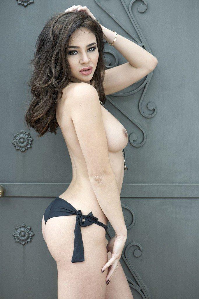 Courtnie Quinlan Topless (4 New Photos)