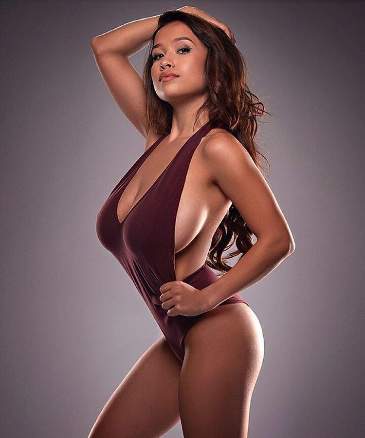 Elizabeth Anne Sexy & Topless (24 Photos)