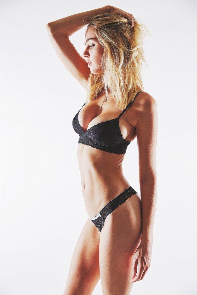 Elizabeth Turner Sexy (10 Photos)