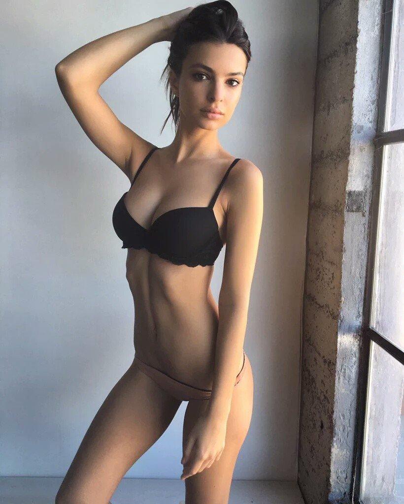 Emily Ratajkowski Sexy (3 Photos)