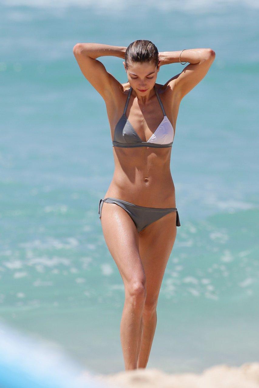 Top notch Jessica hart bikini pictures verlange von
