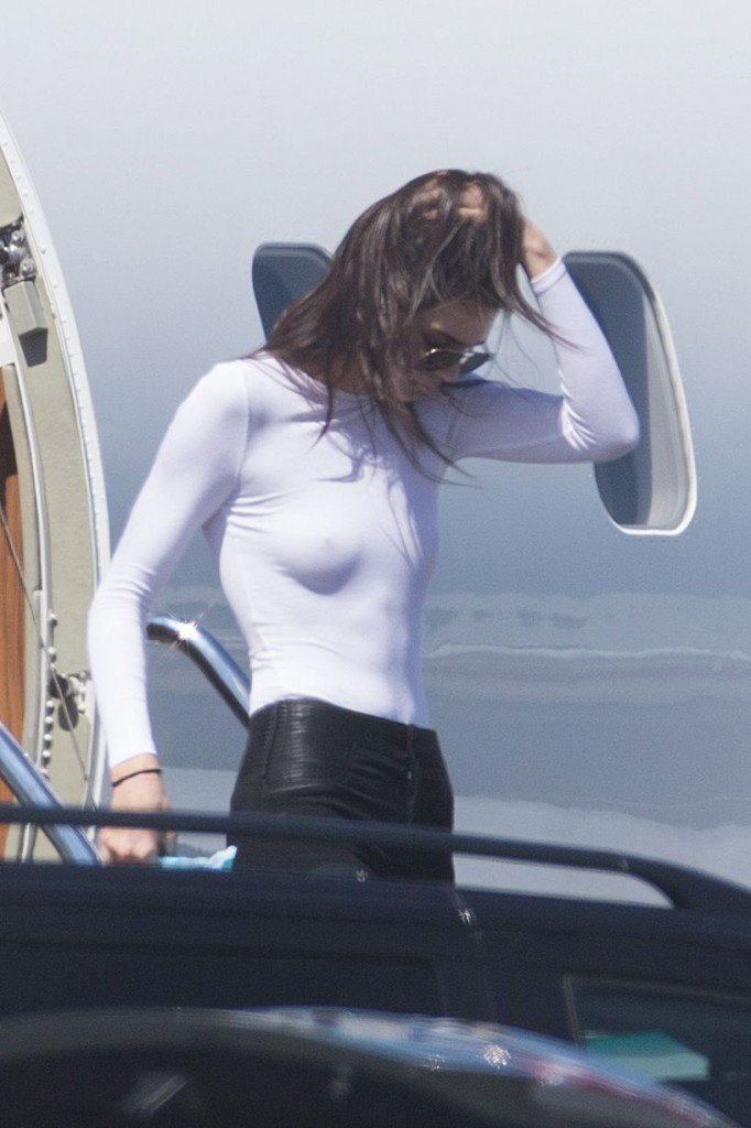 Kendall Jenner Braless (11 Photos)