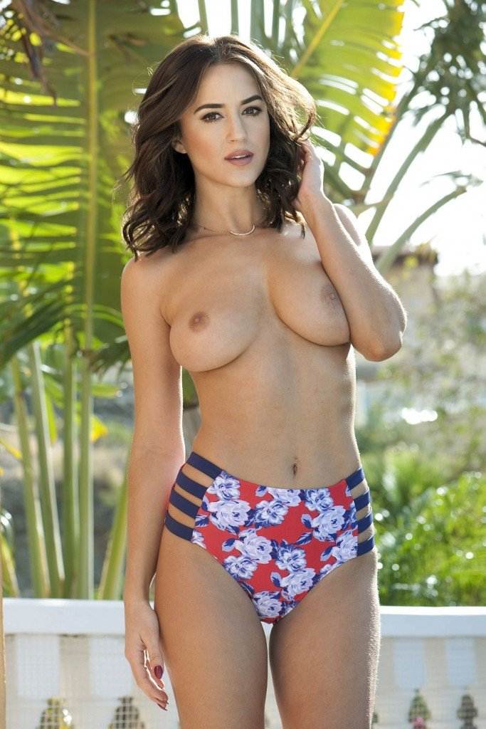 Rosie Jones Topless (4 Photos – Page3)