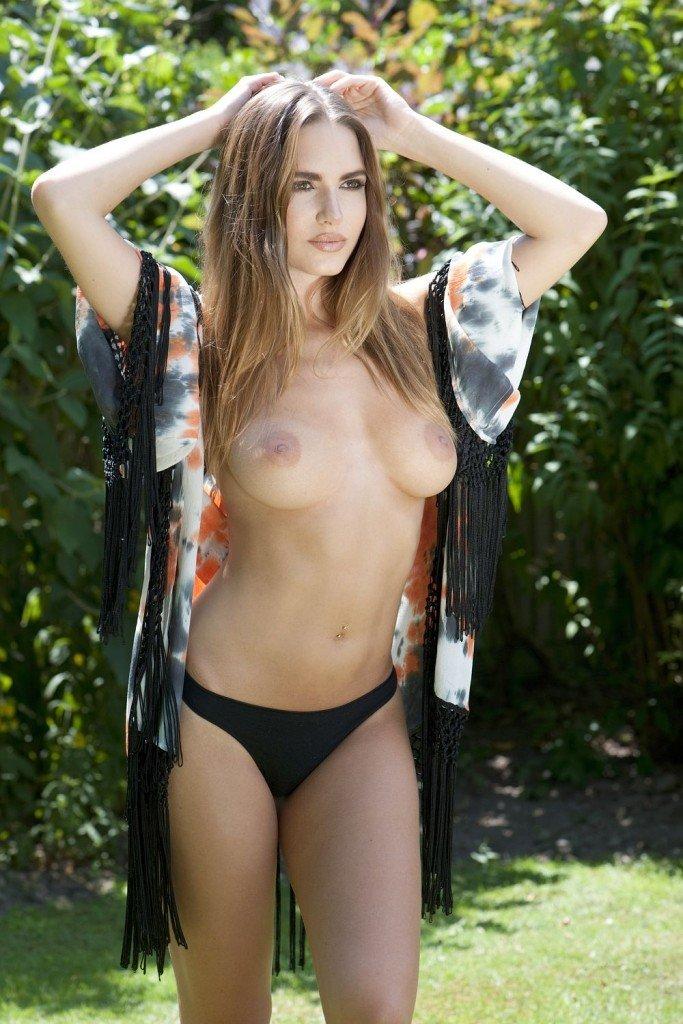 Sabine Jemeljanova Topless (4 Photos – Page3)