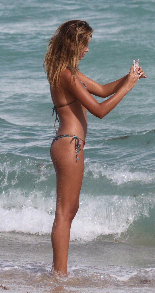 Sandra Kubicka in a Bikini (36 Photos)