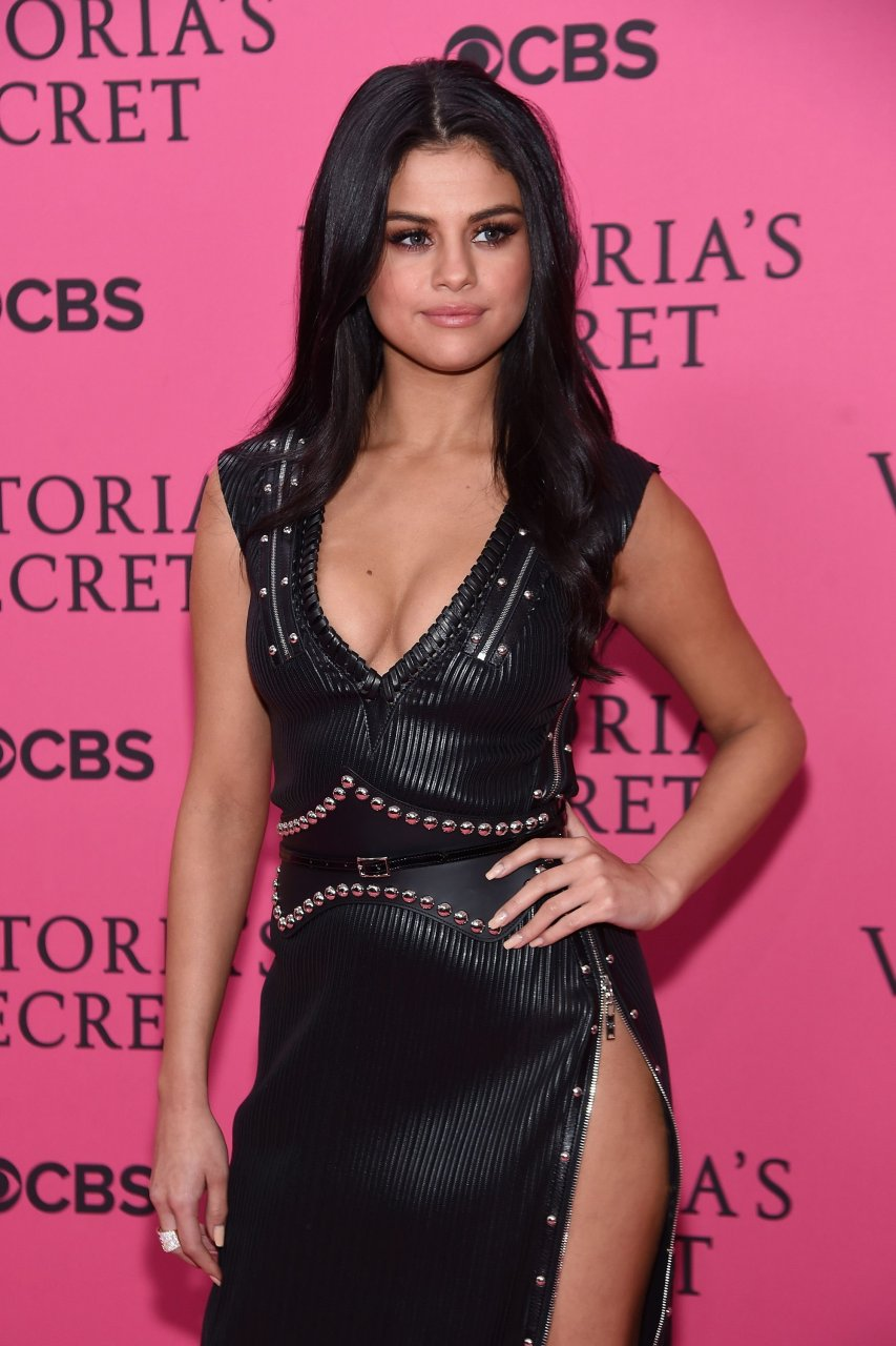 Selena Gomez Cleavage (140 Photos)   #TheFappening