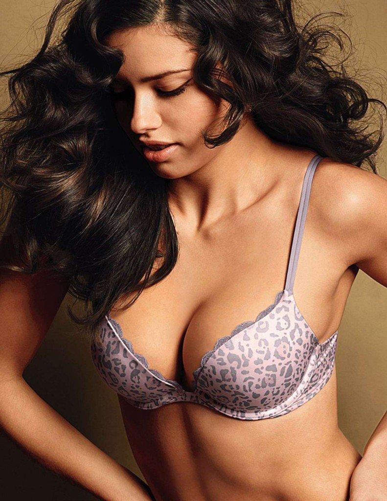 Adriana Lima Sexy (16 Photos)