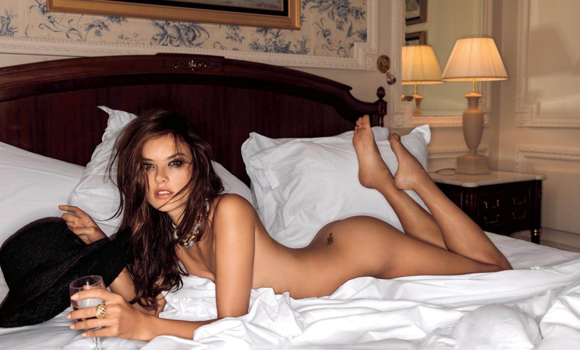 Alessandra Ambrosio Naked Pics