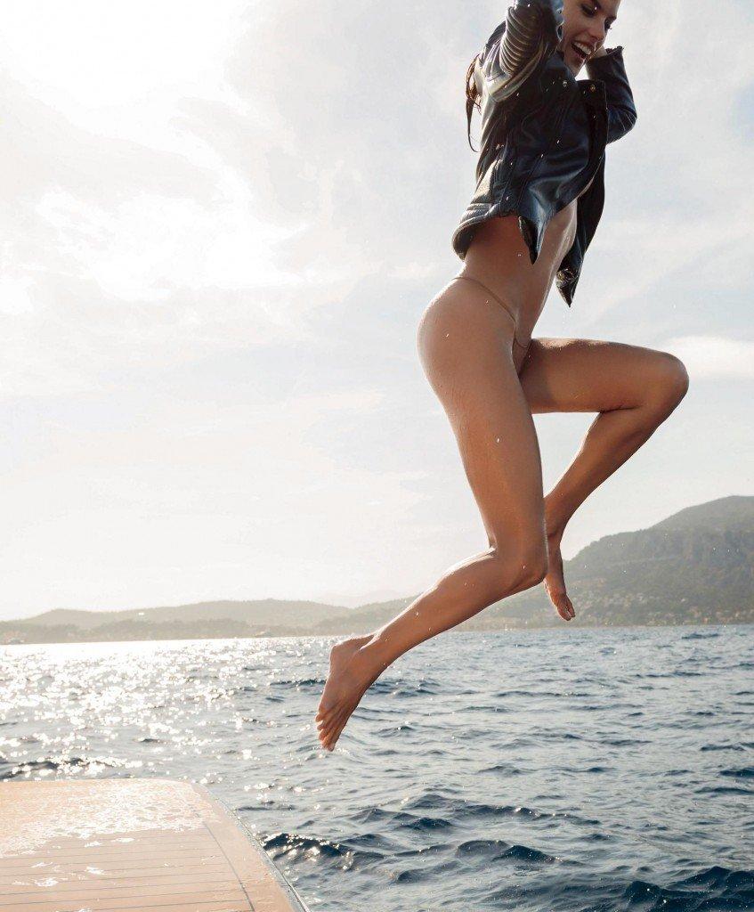 Alesandra Ambrosio Nude 114