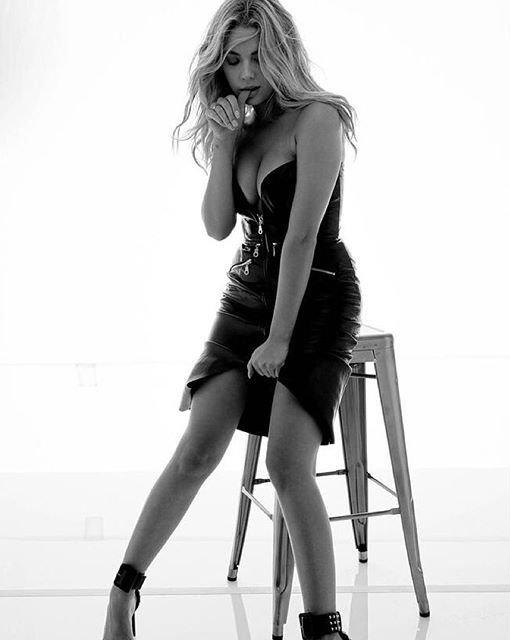 Ashley Benson Sexy (4 Photos)