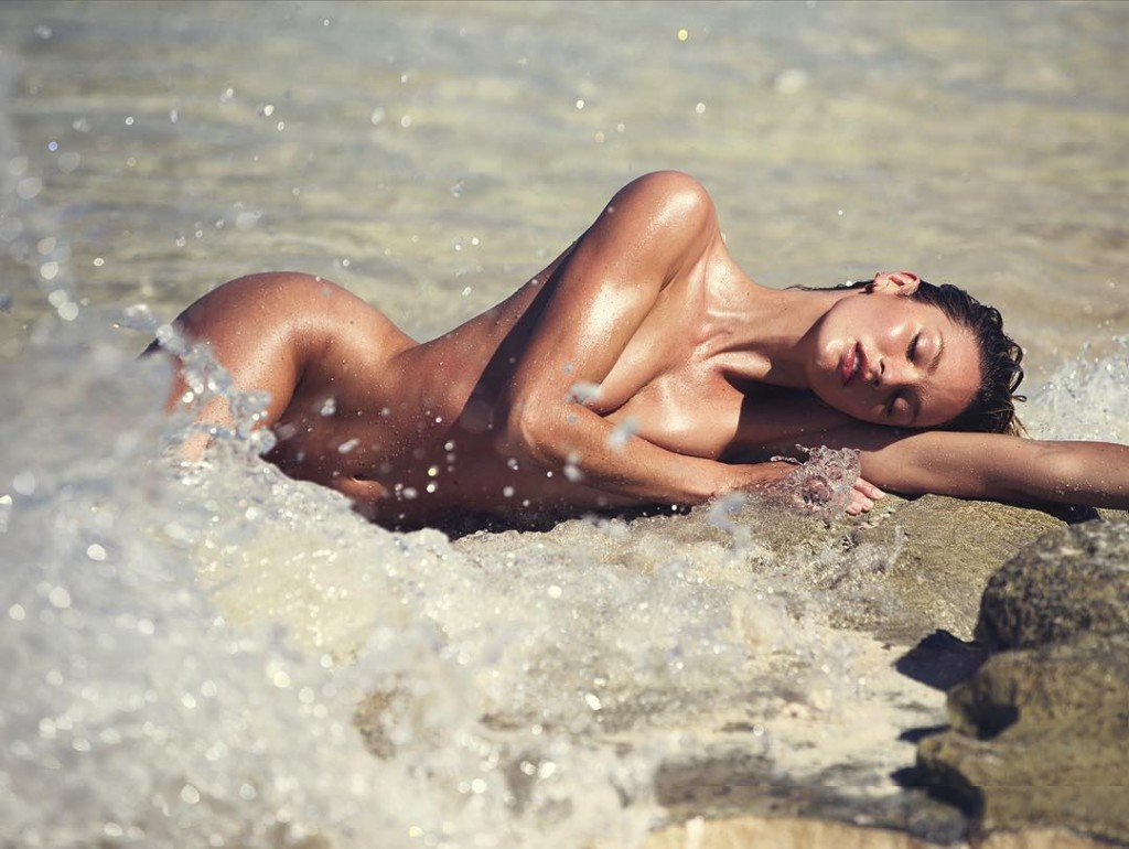 Candice Swanepoel Nude (3 Photos)