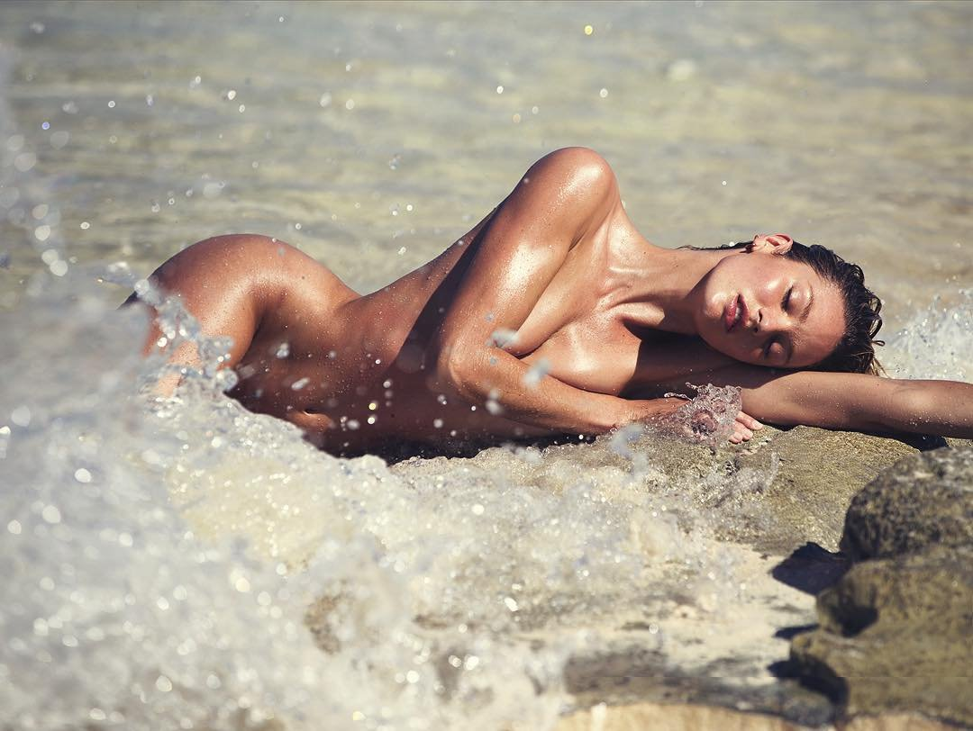 Khloe kardashian nude pool - 2019 year