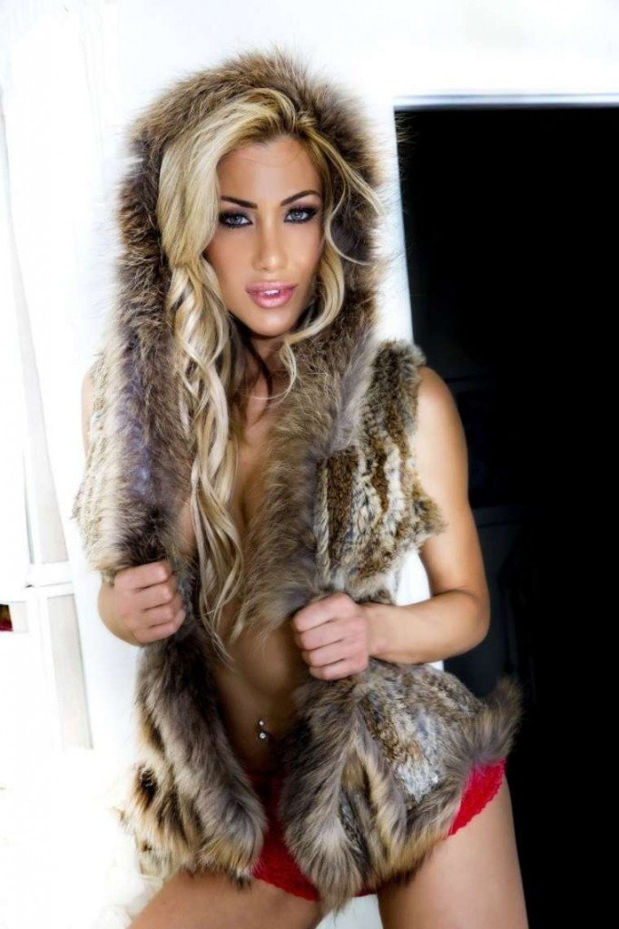 Dalia-Elliott-Sexy-Topless-1